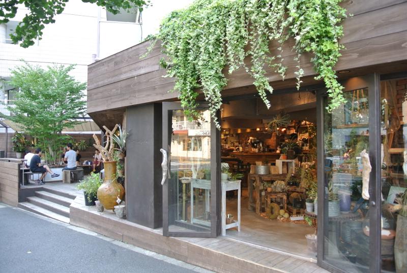 CAFEと店舗が併設