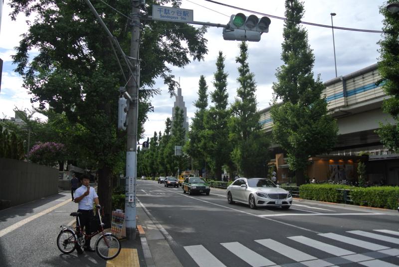 ここの緑道を通って代々木方面へすぐ抜けられるんです