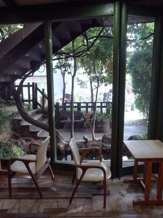 カフェスペースもあり