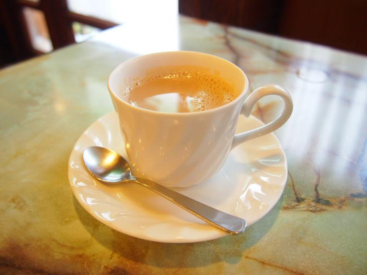 コーヒーを飲めない私は、カフェオレを頼みました。