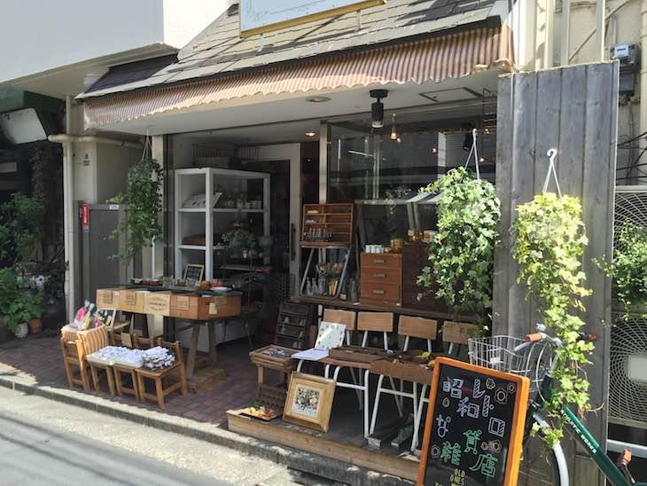 昭和レトロな雑貨店。