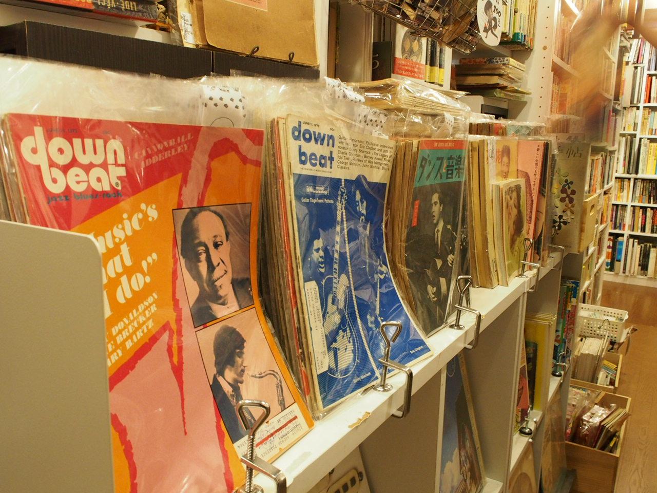 なんとレコードや超レアな80年代や90年代の雑誌もある