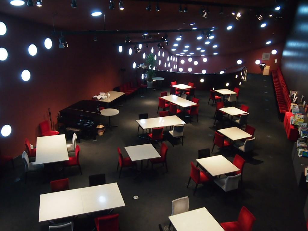 2階のカフェ。ここもまた独特で素敵な雰囲気。