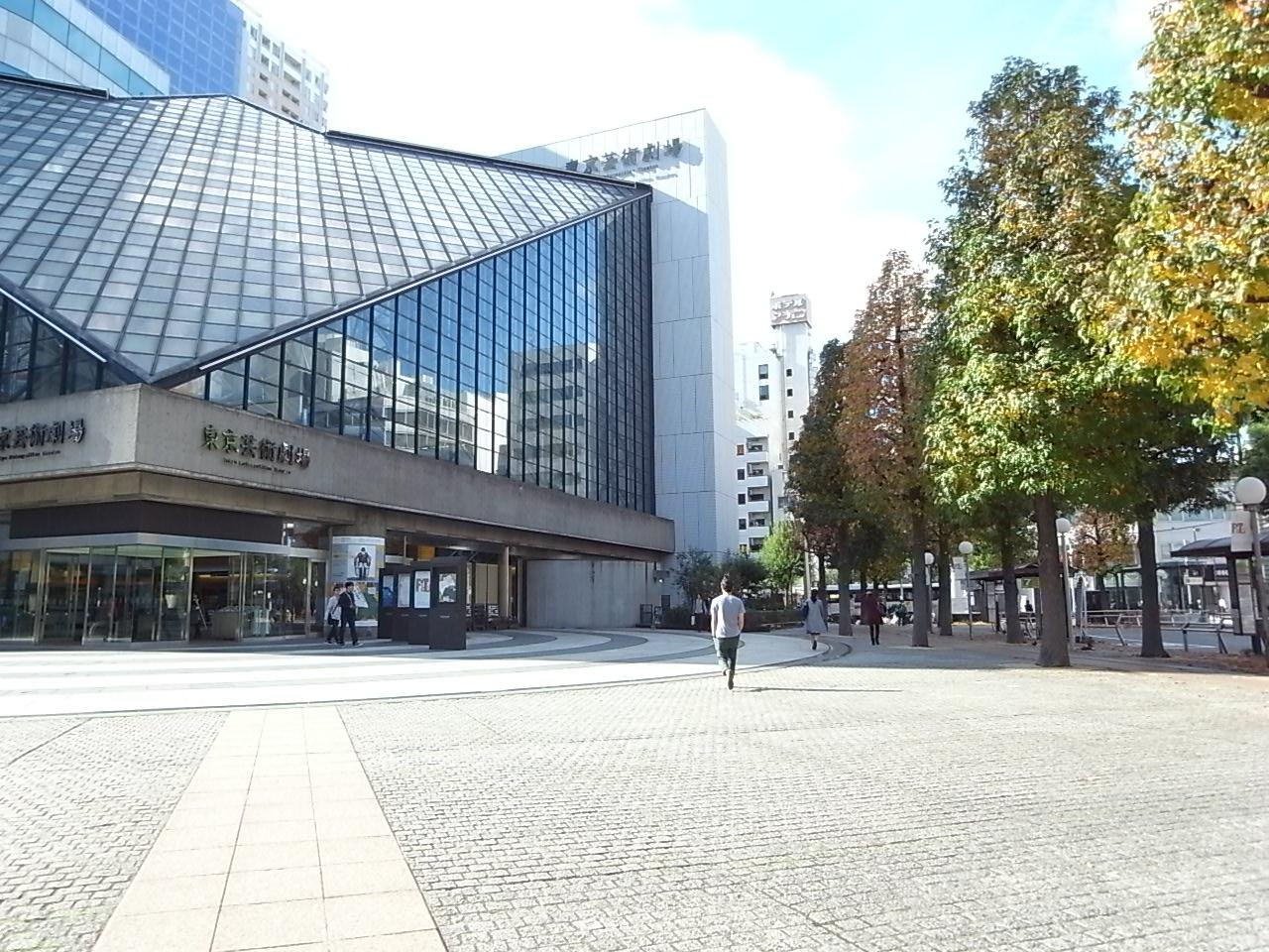 東京芸術劇場 外観カッコいいけど中はどんな感じなんだろ?