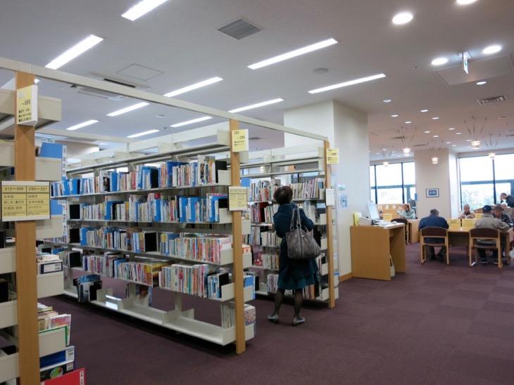 図書館の一角。この雰囲気大好きです。