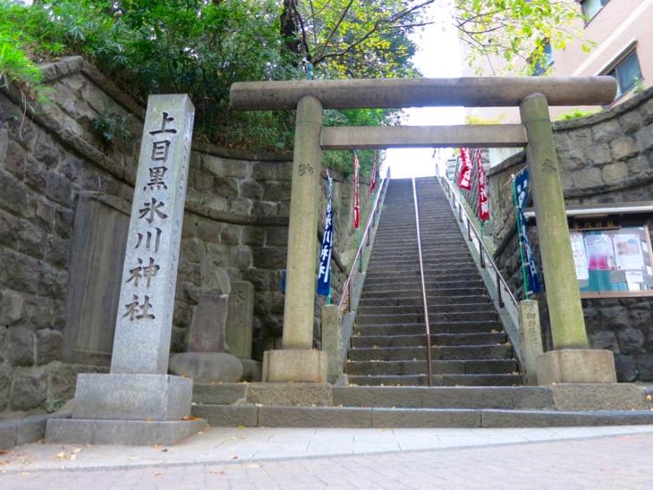 この階段を上るべきか、登らざるべきか、、、、