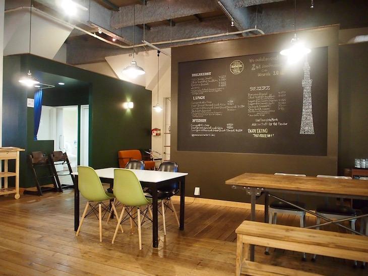 天井も高く、開放感あるカフェです