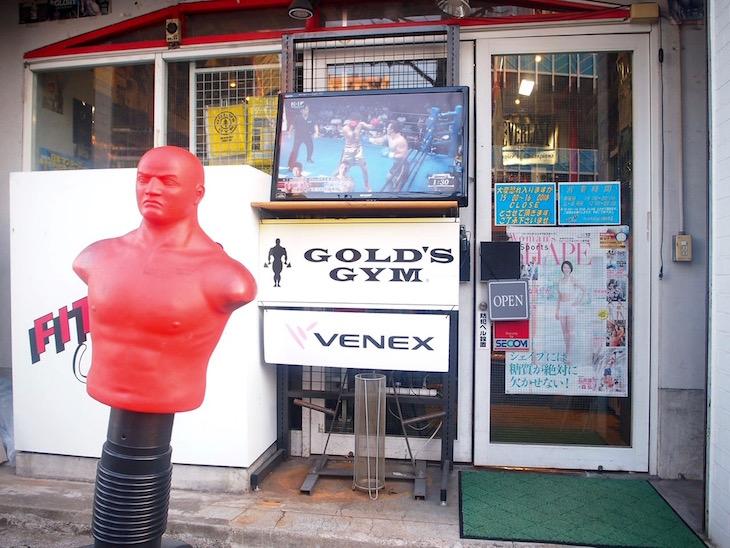 ボクシング関連のグッズがたくさん売られていました