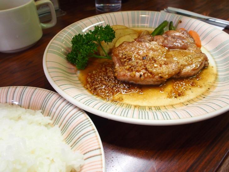 チキンガーリック 950円。お肉柔らかくて美味しい!