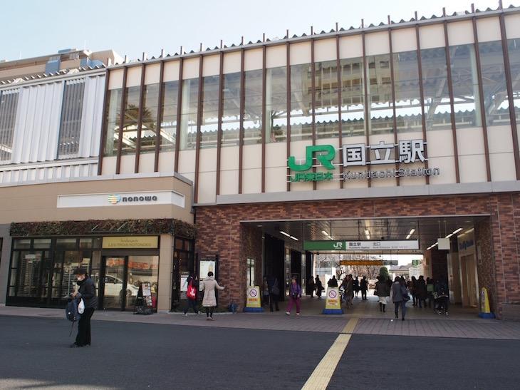 国立駅。2006年まで赤い三角屋根の可愛らしい駅でした。復元する計画があるそうです!