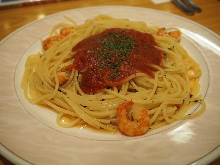 今回はえびトマトスパゲッティー。うまい。