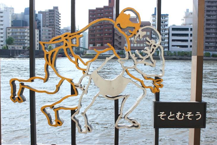 等間隔に相撲の技名とイラストが描かれていました