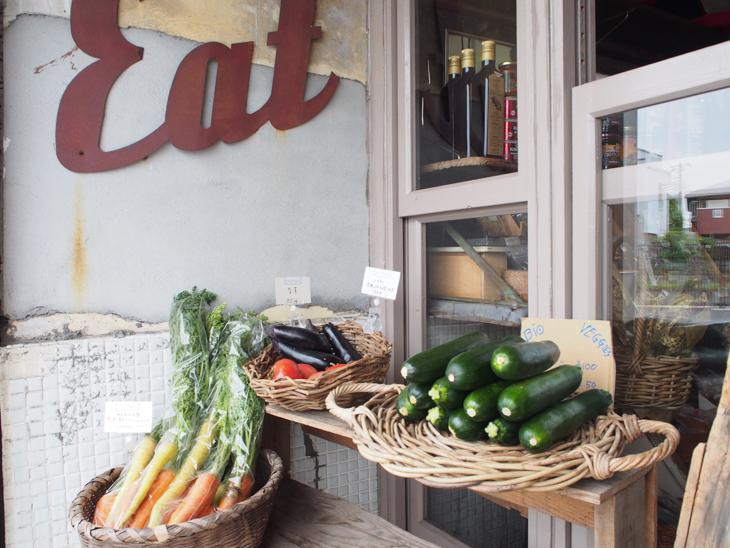 マフィン屋さんだけどお野菜も売ってたり。