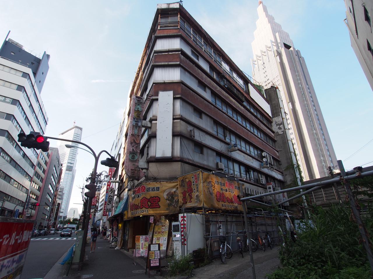 代々木の九龍城と呼ばれている荒廃したビル