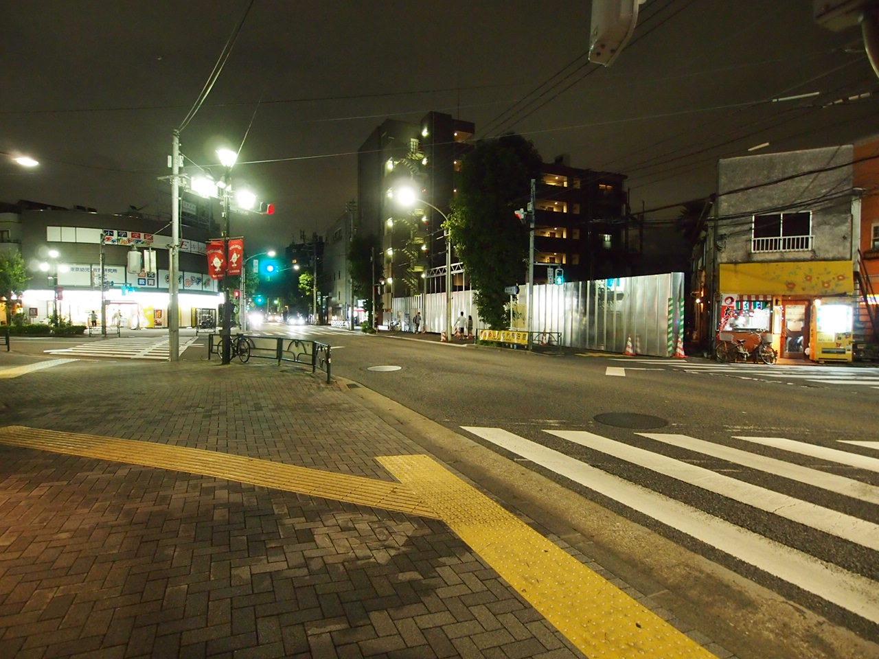 遠目から、右に「花たこ」左(駒沢通り挟んで)に「オリジン」という位置関係