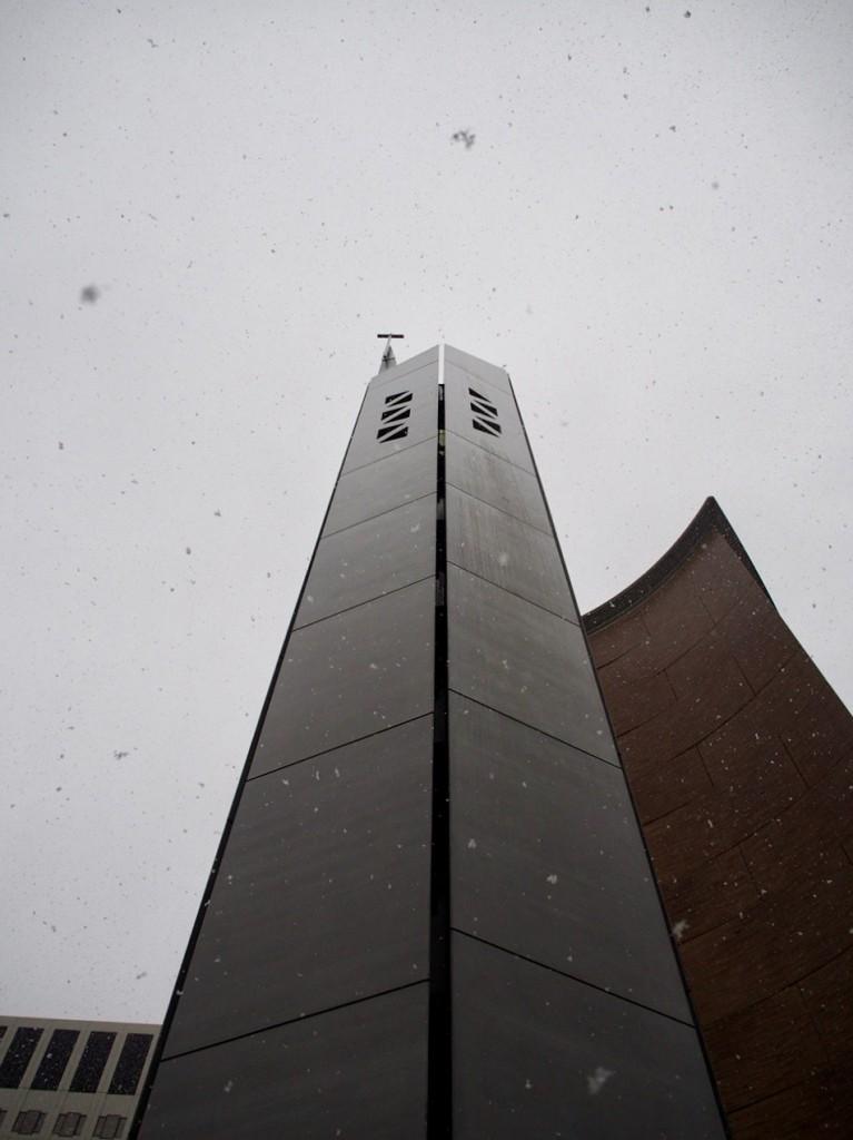 雪が降りしきるなか、この塔を見ているいる不思議な気分になりました。