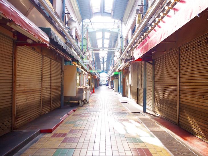 午前中の商店街です。