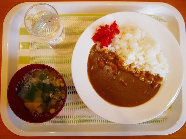 カレーは味噌汁付きで290円!