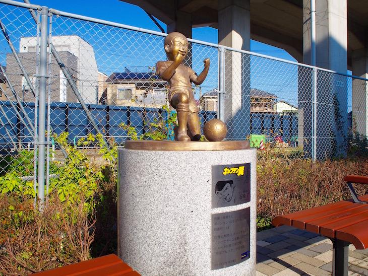 隣駅『四ツ木』駅には、石崎君の銅像がありました。
