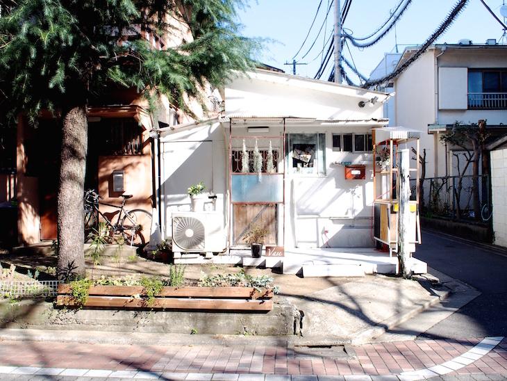戸建を改装したような店。良いところは残しています。