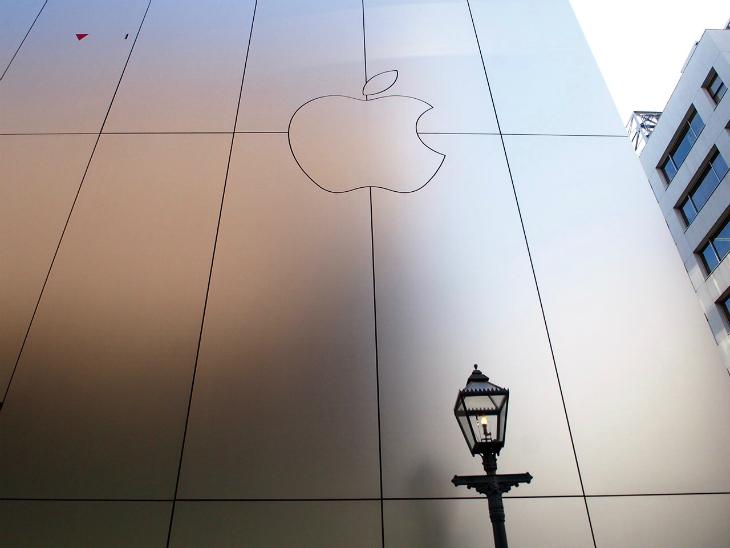 アップルの裏手にもガス灯が