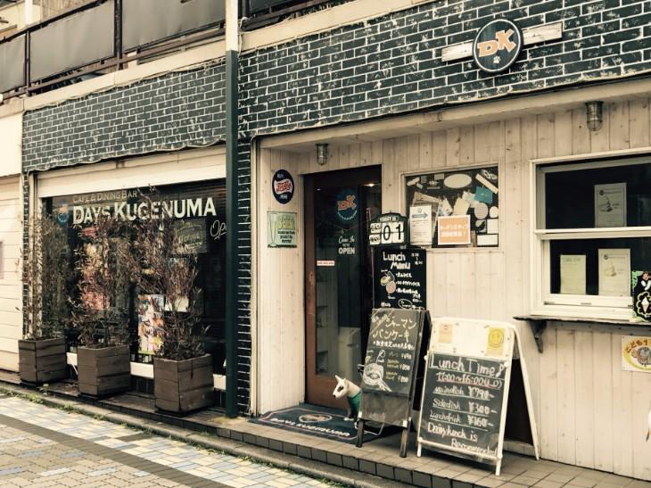 商店街を江ノ島方面へ進んだ先にあります。