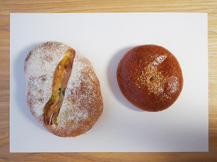 (左)うぐいすパン (右)あんパン