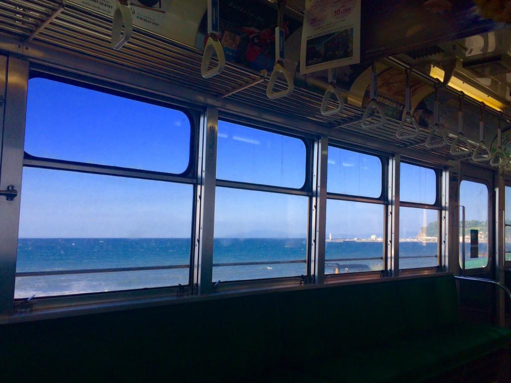 早朝の江ノ電に乗り込むのも、気持ちが良い