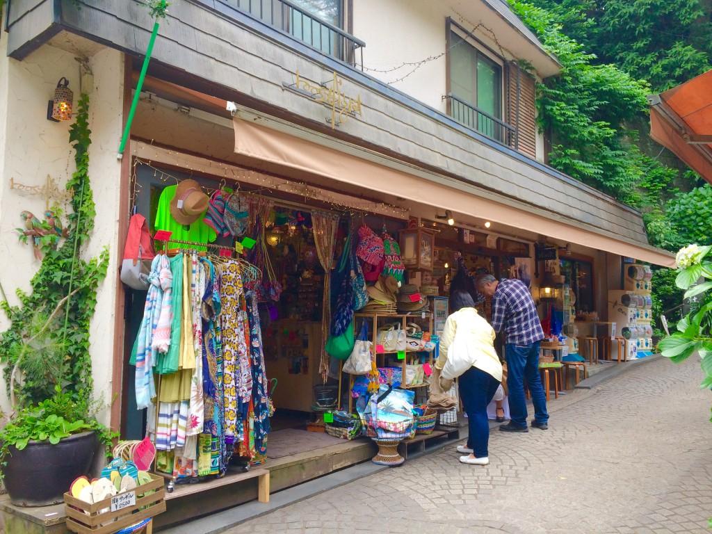 江ノ島島内で、ひときわおしゃれなお店