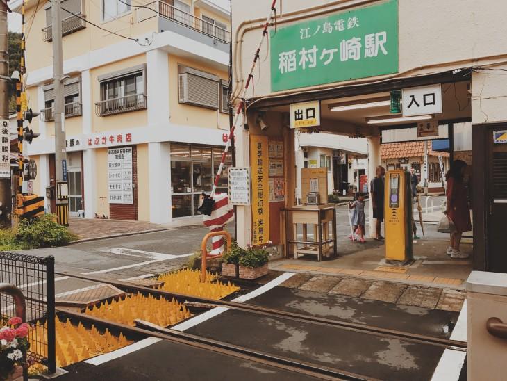乗車時は緑、下車時は黄色のタワーへsuicaをタッチ。