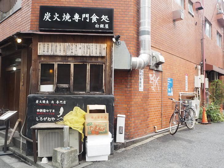 炭火焼定食のお店です。