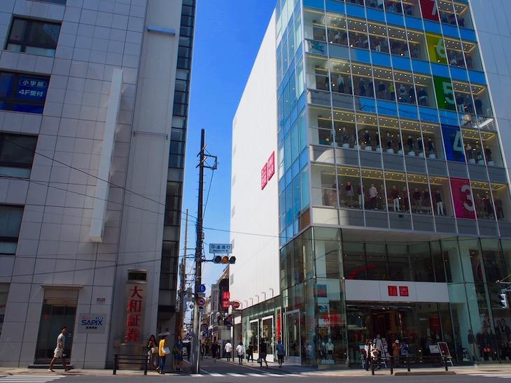 中道商店街入り口。でっかいユニクロが目印