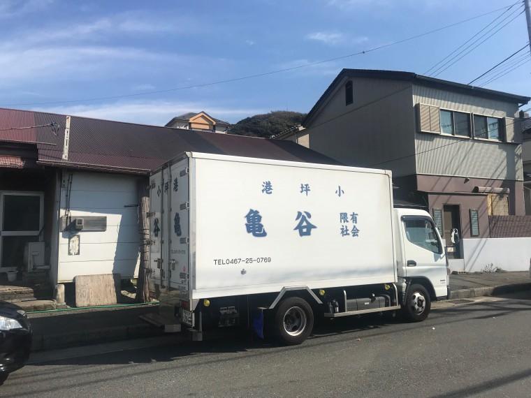 トラックが店の前に泊まったのが、仕入れの合図。