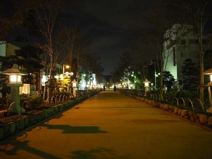 鶴岡八幡宮へと続く参道
