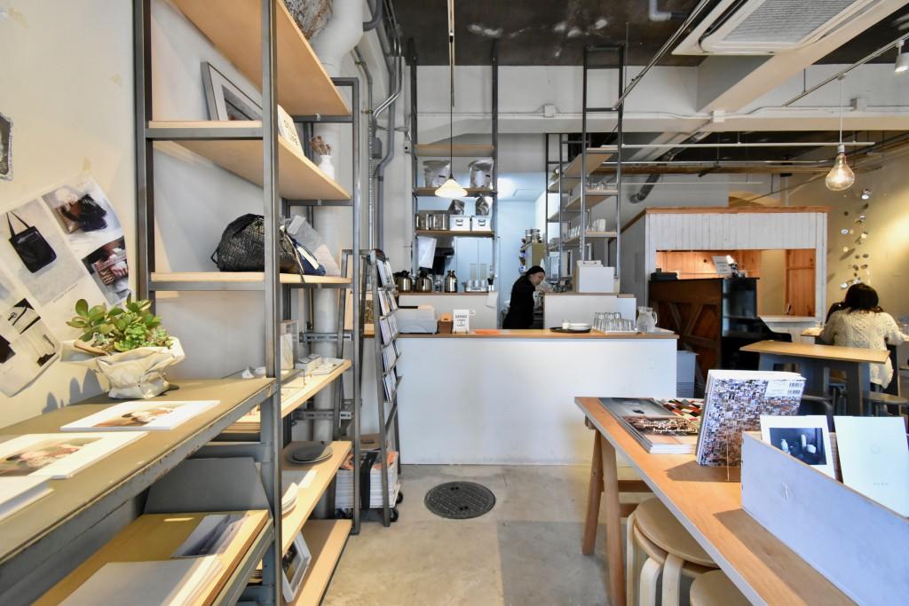 ギャラリー兼カフェ。新潟にも店舗があるそう。