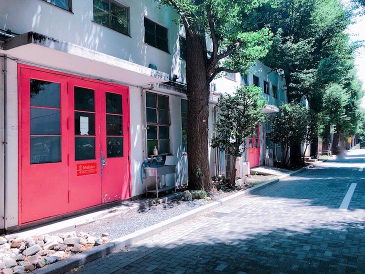 インスタ栄えしそうなピンクの扉