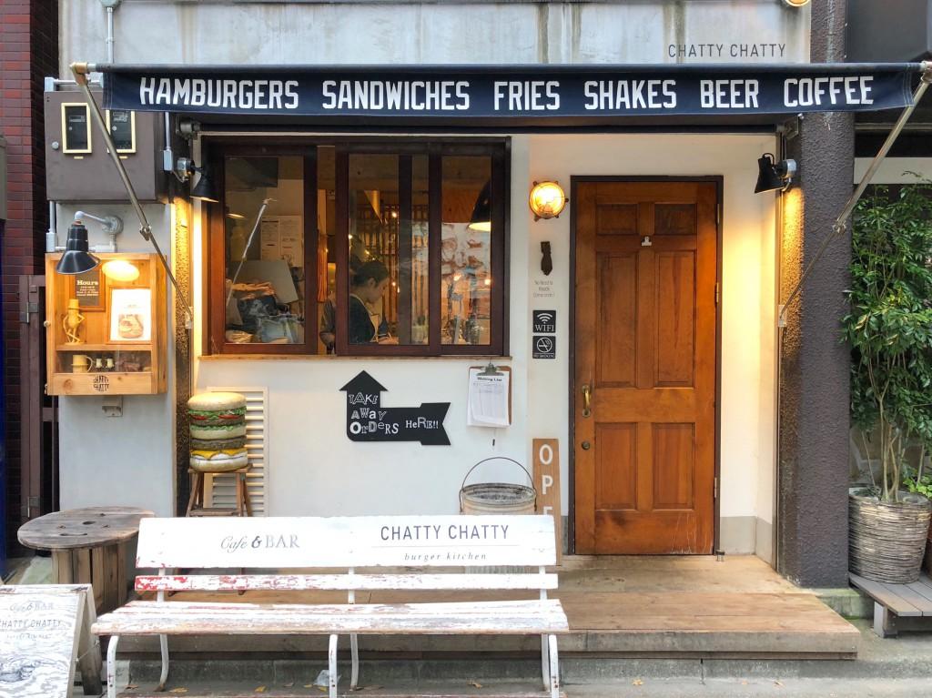 ウッドベンチもハンバーガーのオブジェも、良い。