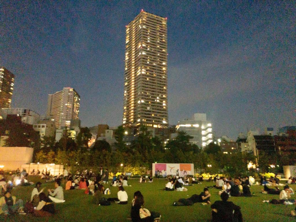 ちなみに夜の公園はこんな感じ