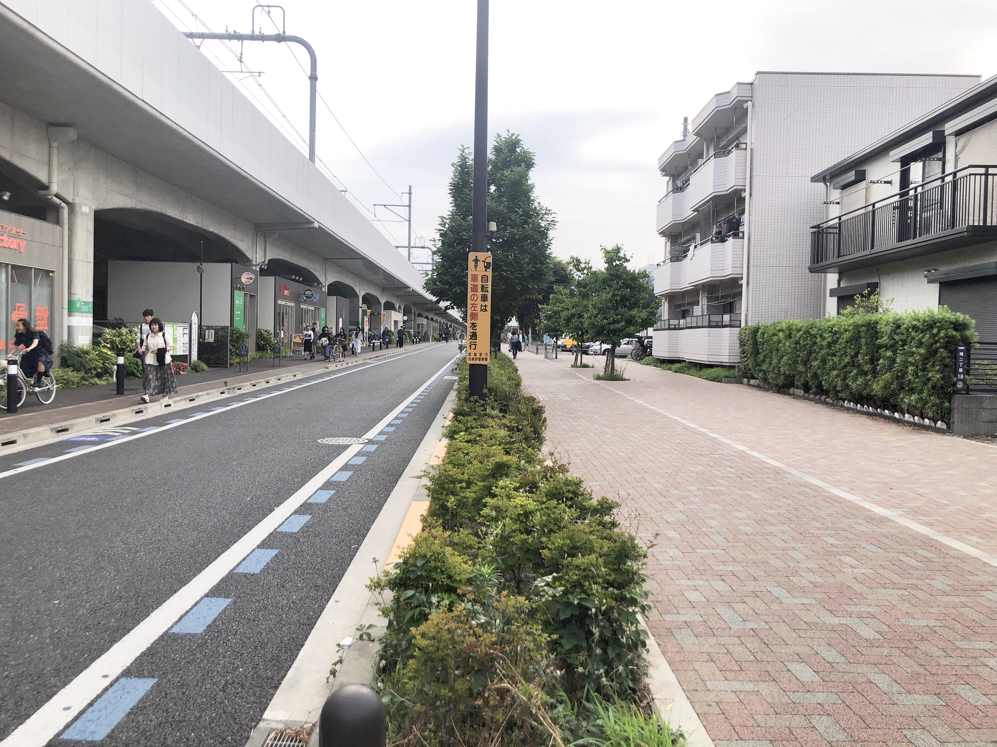 道が広くてきれい。自転車道路もきちんと確保されてます。